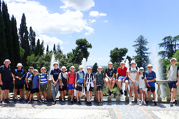 The tour group at Villa d'Este